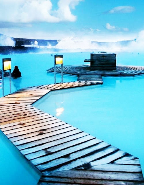 thermal pools destinations in Europe: blue lagoon iceland