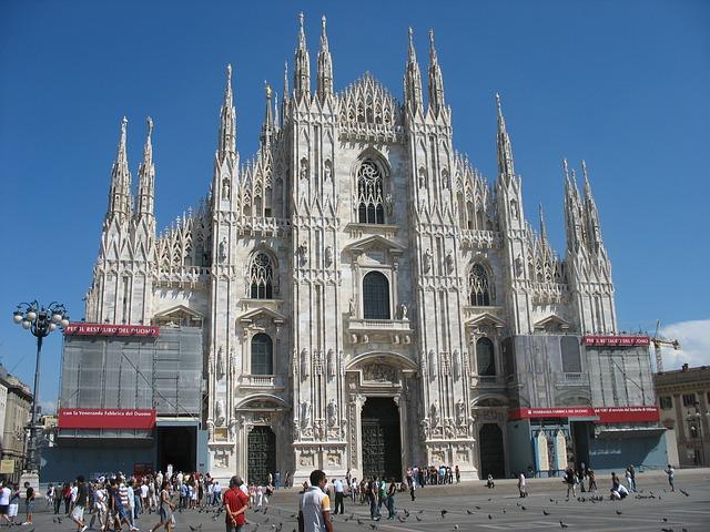 SIGHTSEEN IN MILAN